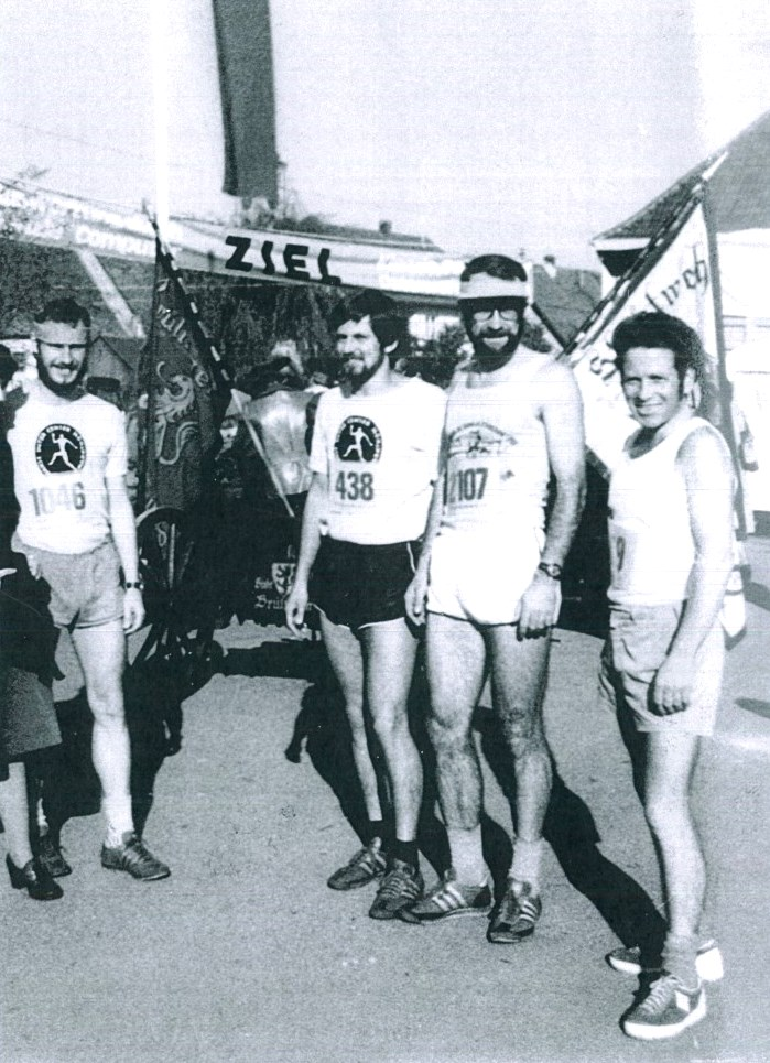 SM-1976-Gruppe-724x1024
